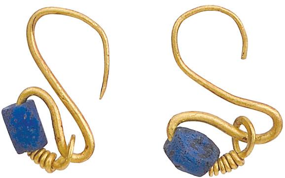 Naušnice  Rim, II–III vek, zlato, tamnoplava staklena pasta, Istorijski muzej Srbije