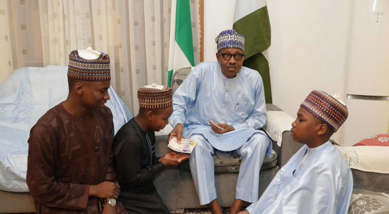 Twitter has crowned Buhari President of Stingy Men Association because of this photo