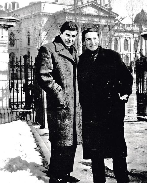 Zoran sa drugarom, Jovanom Ristićem - Ricom, budućim velikim televizijskim rediteljem