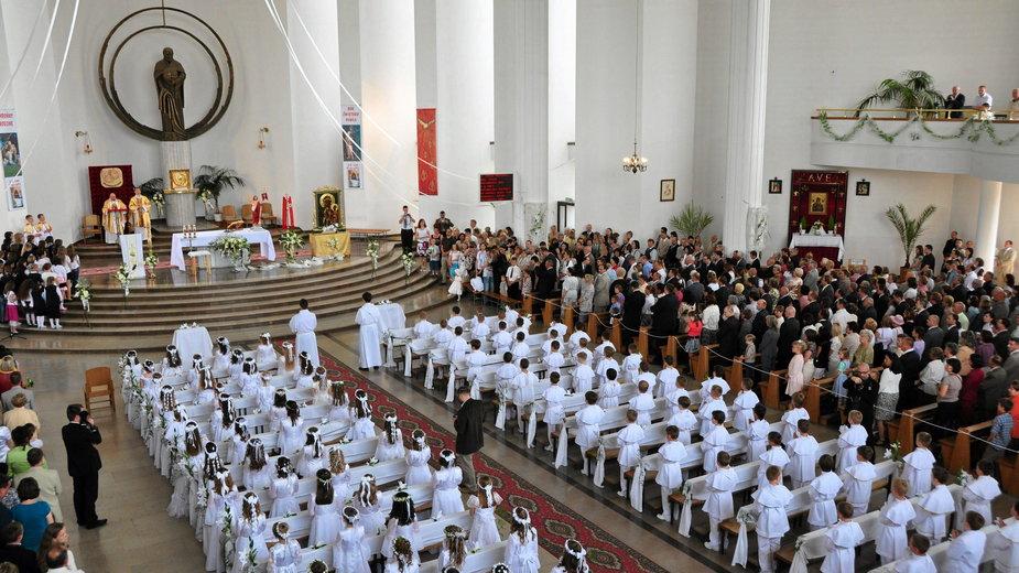 Rzecznik rządu o organizacji komunii: możliwe zmiany limitów w kościołach