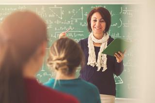 Rzecznik MZ: Nie ma konieczności, by zabraniać nauczycielom pracy w kilku szkołach