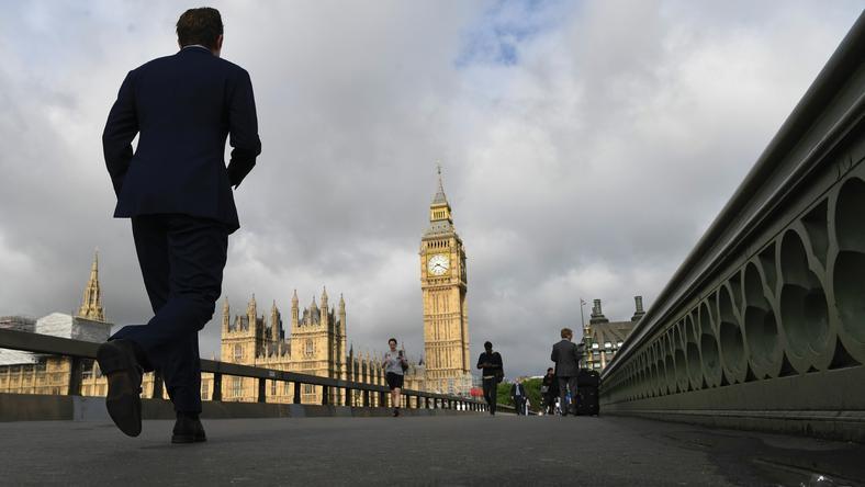 Według jeszcze niepełnych wyników konserwatyści zdobyli 315 mandatów w liczącej 650 deputowanych Izbie Gmin