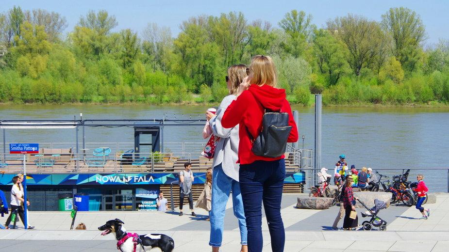 Od 15 maja obostrzenia koronawirusowe w Polsce są poluzowane. Można chodzić bez maseczki