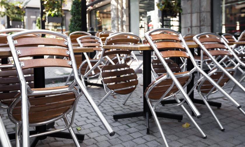 Od 15 maja mają być otwarte ogródki restauracyjne, jednak branża wskazuje, że to zbyt późno.