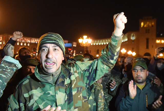 Vojska na protestima u Jerevanu u novembru 2020.