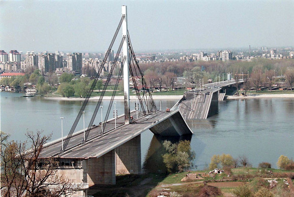 bombardovanje Novi Sad most slobode 2 foto EPA Srdjan Suki