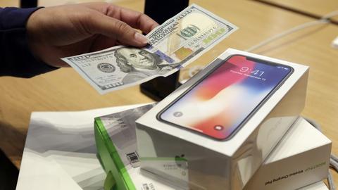 Jeszcze przed premierą iPhone'a X wiadomo było, że jego produkcja nie nadąży za popytem