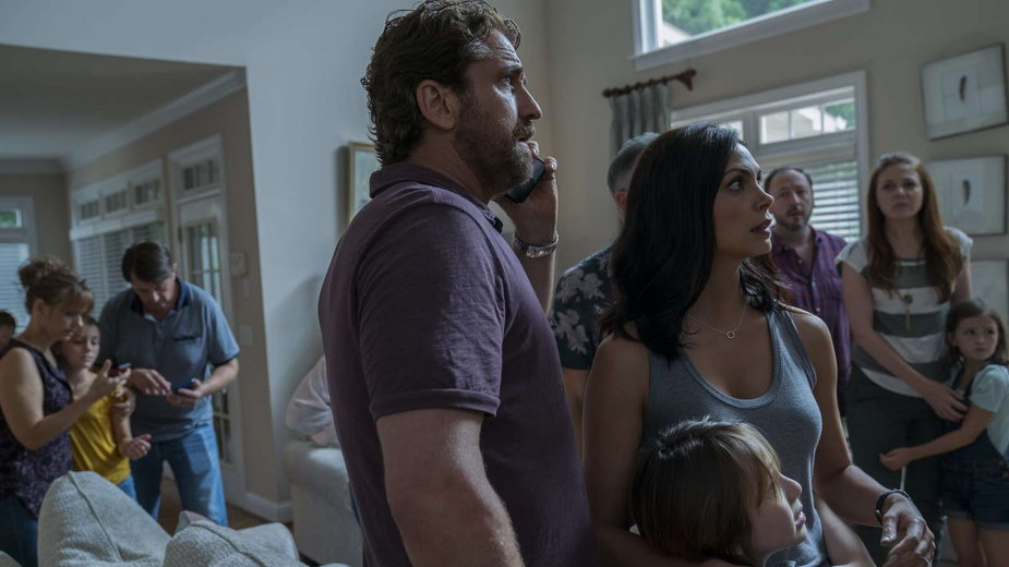"Gerard Butler i Morena Baccarin w filmie ""Greenland"""