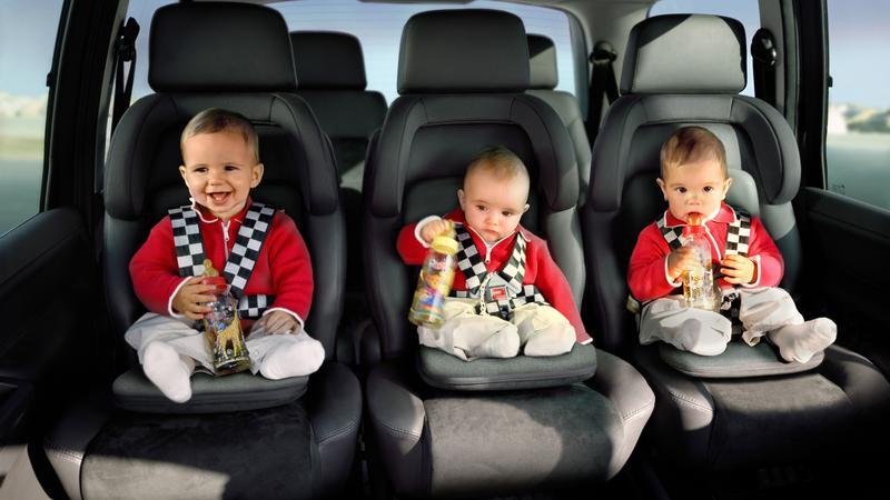 W większości aut na tylnej kanapie nie mieszczą się 3 foteliki