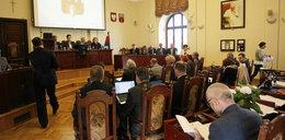 Awantura na sesji rady miasta. Radni PiS wyszli