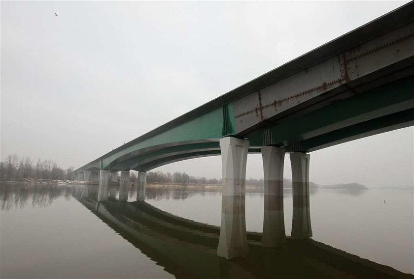 Most opóźniony o pół roku