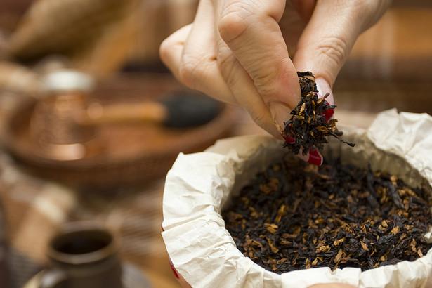 Za nielegalną produkcję papierosów grozi grzywna od 175 zł do 35 tys zł.
