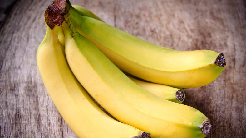 Banany jako jedne z pierwszych owoców wprowadzane są do diety niemowląt. Dzieci przepadają za ich słodkim smakiem i bez trudu radzą sobie z ich gryzieniem oraz przeżuwaniem. Poza tym banan to dobra propozycja na drugie śniadanie bądź pożywną przekąskę