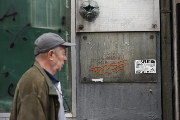 NAJ U BEOGRADU Najstariji grafit u prestonici i dalje odoleva vremenu, kao i priča koju krije: Evo šta je na ovom zidu napisano pre jednog veka