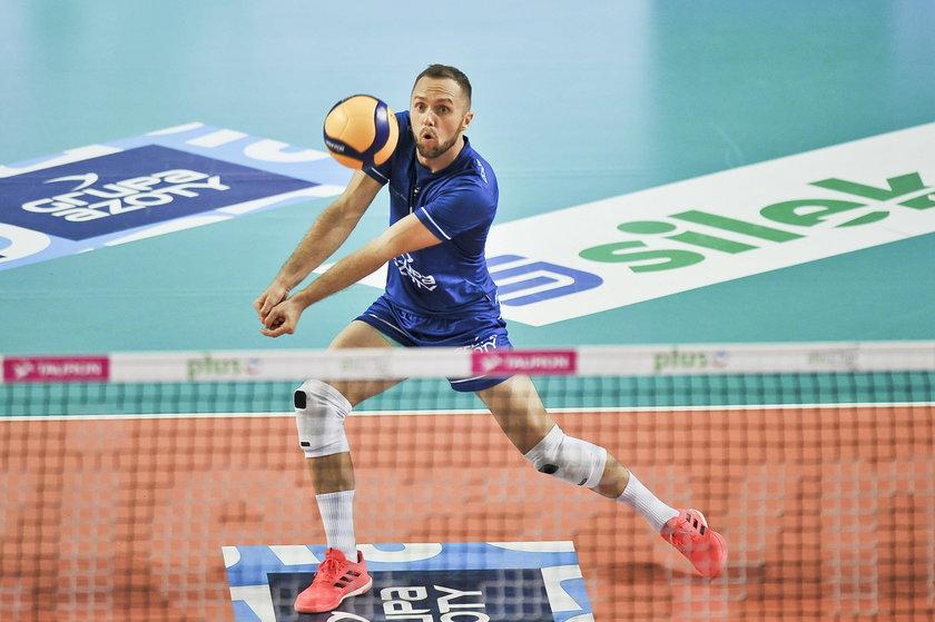 Jego drużyna z Kędzierzyna gra we własnej hali ze Skrą Bełchatów.