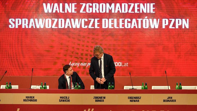 Prezes PZPN Zbigniew Boniek (P) i sekretarz generalny związku Maciej Sawicki (L) podczas Walnego Zgromadzenia Sprawozdawczego Polskiego Związku Piłki Nożnej w Warszawie