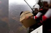 AP_padobranac_iz_kutije_vesti_blic_safe