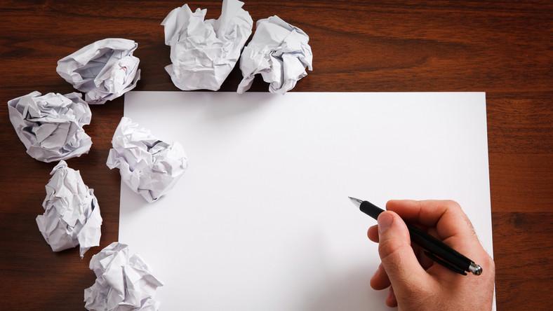Dlaczego tak trudno przychodzi nam pisanie w jasny i zrozumiały sposób?
