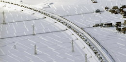 Ekstremalna pogoda w Japonii. Ponad 2 tys. aut stanęło w zaspach
