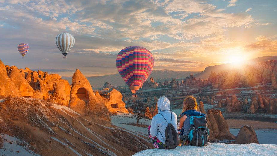 Lot balonem nad Kapadocją to popularna atrakcja turystyczna w Turcji