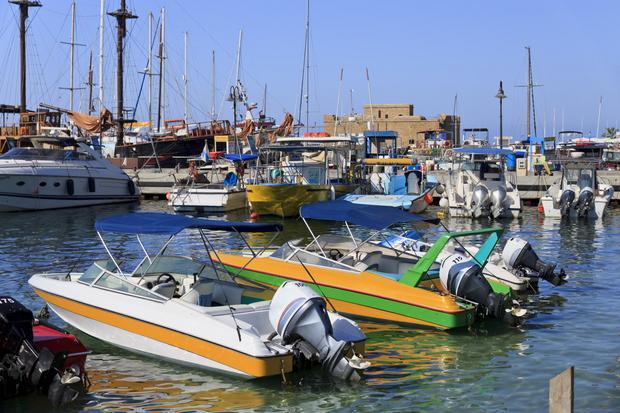 Cypr - Pafos, port i zamek (w tle)
