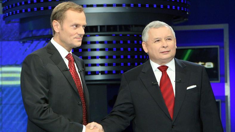 Donald Tusk i Jarosław Kaczyński podczas debaty w 2007 roku