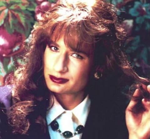 Da li ga prepoznajete? Glumca ste voleli u dve serije, a evo kako izgleda kao žena!