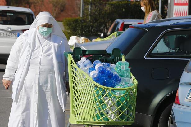 Łączna liczba potwierdzonych przypadków we Włoszech od początku kryzysu epidemiologicznego przekroczyła 10 tysięcy.