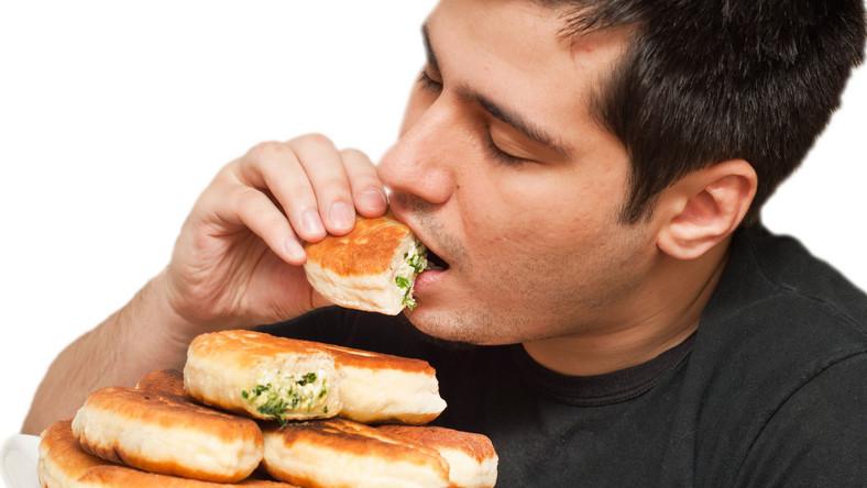 Na stłuszczenie wątroby lepsza dieta niskowęglowodanowa niż niskokaloryczna?