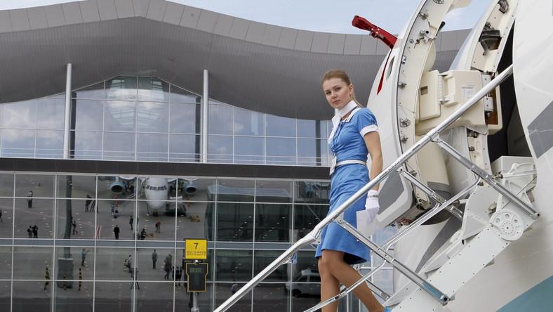 Samoloty na lotnisku w Kijowie mogą korzystać z rękawów lub być obsługiwane w tradycyjny sposób