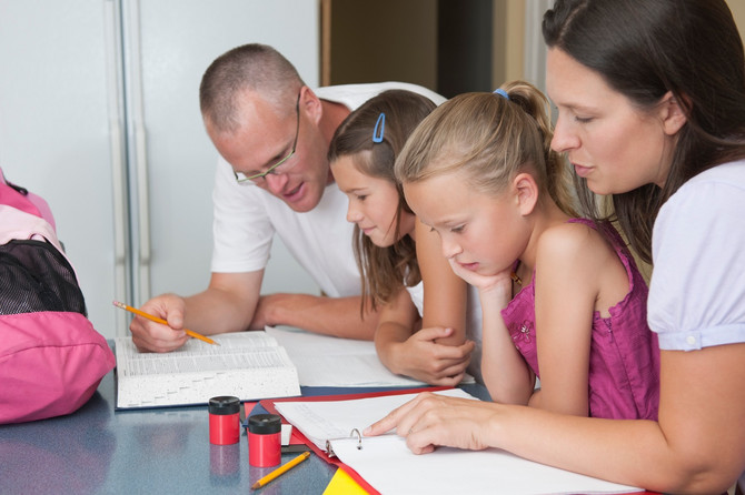 Savet svim roditeljima je da pomognu svojoj deci tako što će biti tu i kontrolisati dečiji rad