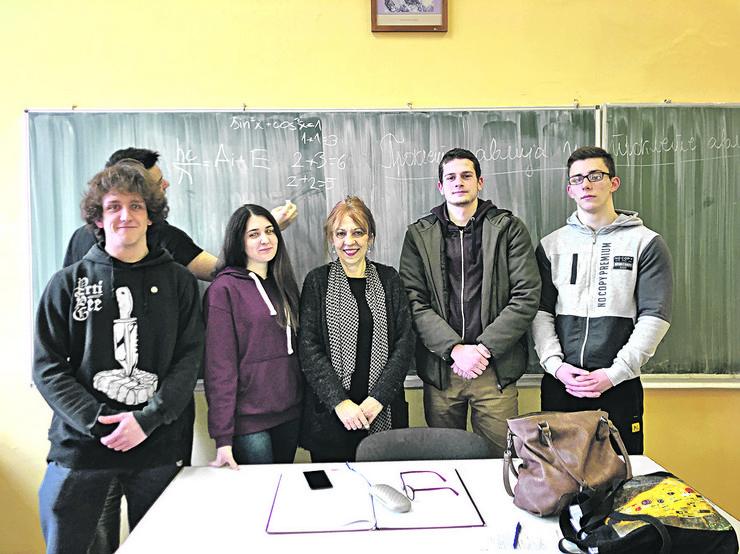 Somborski gimnazijalci sa profesorima