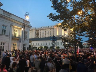 Warszawa: Przed Pałacem Prezydenckim protest przeciw reformie sądownictwa