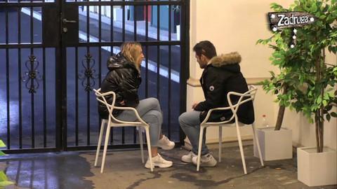 Adam i Luna su mirno sedeli, a onda je on URADIO NEŠTO i blogerka je morala OVAKO DA ODREAGUJE! VIDEO