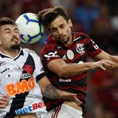 KORONA BUKTI U BRAZILU Horor rezultati nakon testiranja fudbalskog velikana: Čak 16 igrača zaraženo, virus već odneo 30.000 života u ovoj državi! /VIDEO/