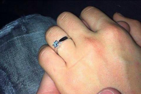 STIŽE SNAJKA Veljko poklonio devojci verenički prsten!