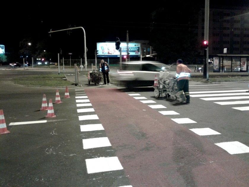 malowanie pasów na jezdni w Łodzi