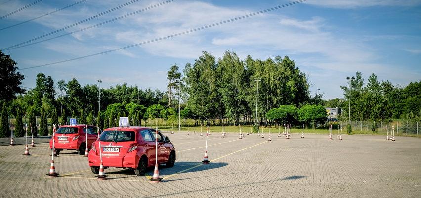 Gigantyczne kolejki do egzaminów na prawo jazdy. Rząd chce poluzować przepisy. Czy to pomoże?