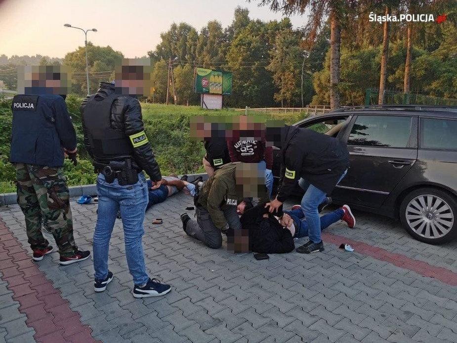 Kradli drogie smartfony i natychmiast wyjeżdżali z Polski