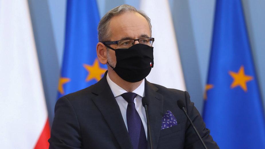 Koronawirus w Polsce. Minister zdrowia Adam Niedzielskipodczas konferencji
