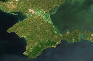 Ukrajinski brodovi prešli ispod mosta na Krimu