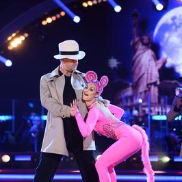 """""""Taniec z gwiazdami"""". Tak przezentowały się pary w ćwierćfinale. Która wyglądała najlepiej?"""