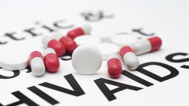 Rozsypane lekarstwa na HIV/AIDS