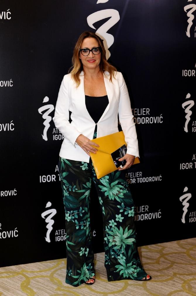 Voditeljka na reviji Igora Todorovića za kog kaže da ju je naučio da je za stil najvažniji stav