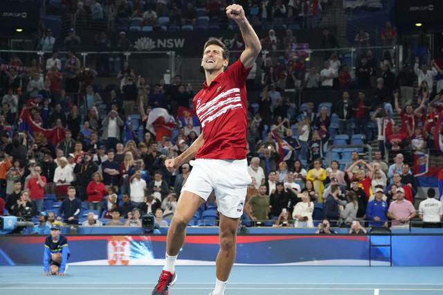 Novak Đoković slavi trijumf teniske reprezentacije Srbije na ATP kupu u Sidneju