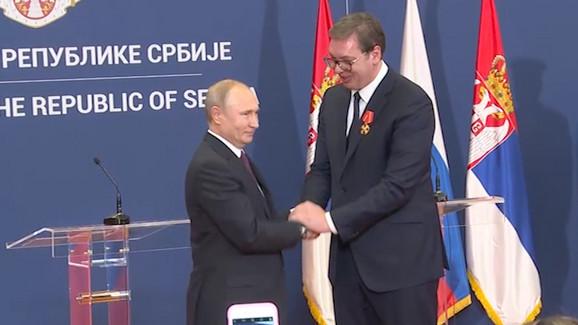 Putin odlikovao Vučića