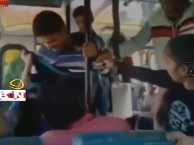 Hrabre Indijke uzvraćaju: Sestre nisu dozvolile da ih tri muškarca seksualno uznemiravaju u autobusu