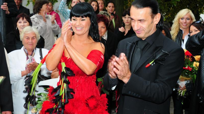 Iwona Pavlović wzięła ślub w kolorowej sukni