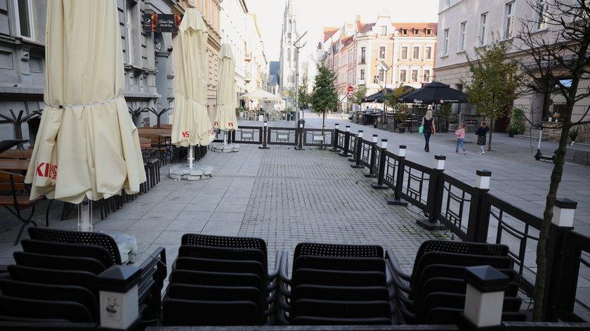Pozwy za lockdown w Polsce. Przedsiębiorcy nie zalali rządu skargami