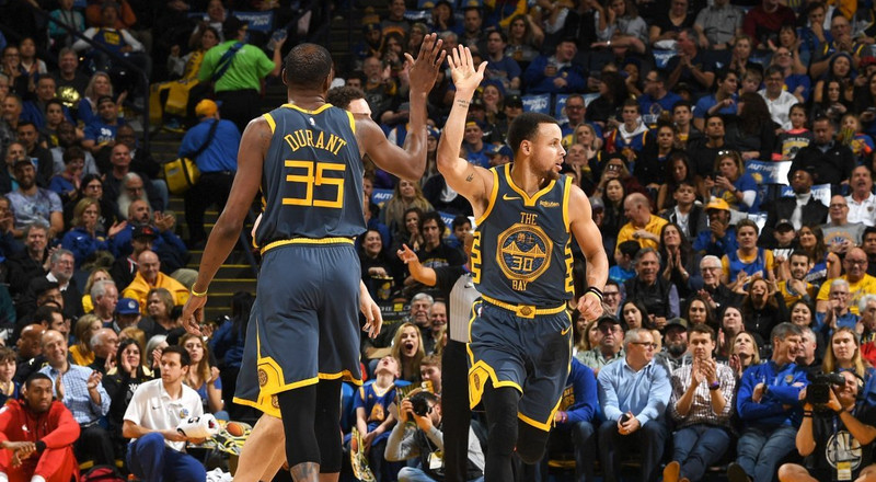 Steph Curry leads Warriors to win as Lakers lose again in LeBron's absence